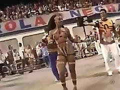 Linda negra nua no carnaval do brazil