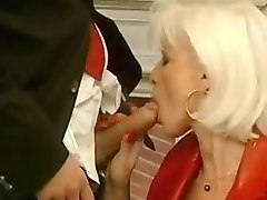 eva delage la bonne mature with long nails