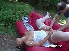 una giovane vergine prende lezioni sessuali