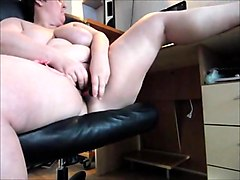 amateur bbw mature toys while watching porn