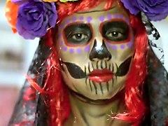 BODY PAINT de La Catrina del Día de los Muertos. Jovencita disfrazada