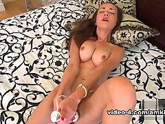 Victoria Rae Black in Toys Movie - AmKingdom