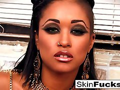 Queen of the Damned Skin Diamond drains her dude&#039_s cock