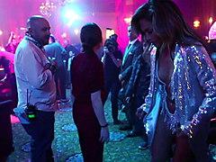 Jennifer Lopez mastering pole dance (2019)