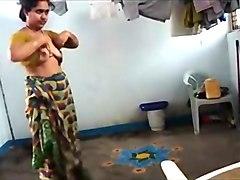 Bhabhi Changing After Shower