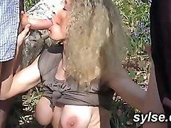 Gangbang pour milf en foret avant partouze lesbienne au sauna