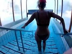 skiny mature masturbates underwater  me also !