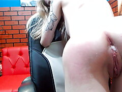 Hot Cam Blonde Spreads & Spanks Her Ass Before Toying It !!