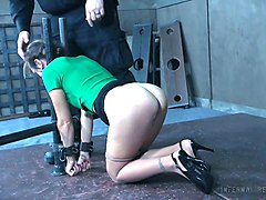 restrained chick alana cruise gets her pussy punished in the torture room