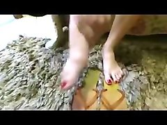 flip flop job - wife gives awesome shoejob