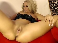 Blonde bitch on webcam shows off her nice wet pussy and plays with it