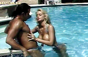 Bigtits milf loves the cock at the swimming pool