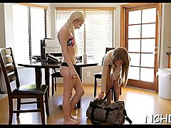 Dazzling blonde diva Skylar Green deep throat fellatio