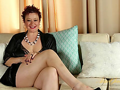 Scarlett O'Ryan in Interview Movie - AuntJudys